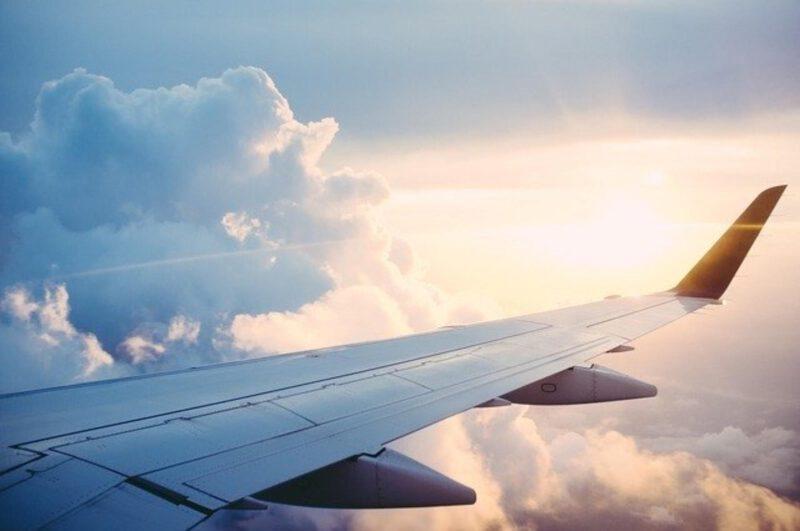 Podróż samolotem – jak przetrwać lot?