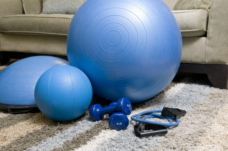 Jak rozpocząć przygodę z fitness w domu