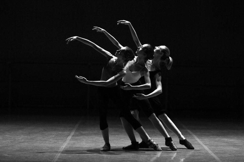Dlaczego warto skorzystać z zajęć w szkole nauki tańca?